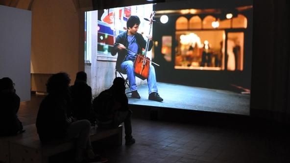 Angelica Mesiti: Citizens Band (2012) Installation view. Foto: Marianne Gøgsig Larsen