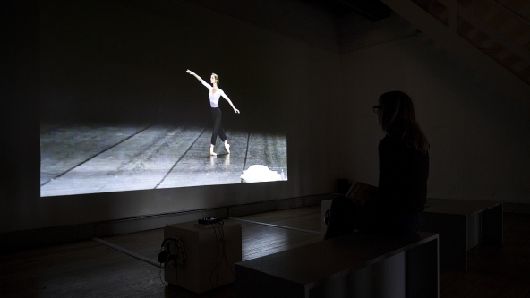 "Jérôme Bel ""Véronique Doisneau"" (2004). Installationsview. Foto: Frida Gregersen"